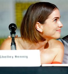 Love this hair cut Shelley Hennig / Teen Wolf panel Comic Con