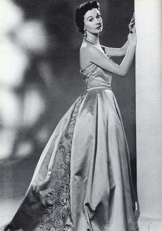 Vivien Leigh in Balmain 1955