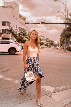 All the scoop trends and highlights from Miami Swim Week 2018 Miami Outfits, Chic Summer Outfits, Spring Fashion Outfits, Outfit Summer, Miami Fashion, Street Style Summer, Miami Street, Alternative Outfits, Poses