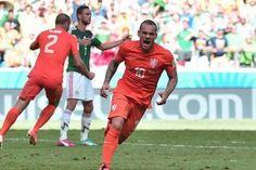 Man United và Tottenham tranh giành Sneijder