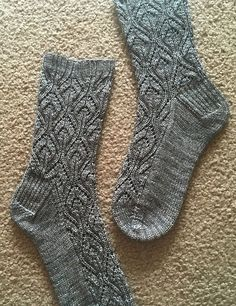 Ravelry: Peperomia socks pattern by verybusymonkey Lace Knitting, Knitting Socks, Knit Crochet, Crochet Shoes, Knitting Machine, Vintage Knitting, Crochet Granny, Knitted Socks Free Pattern, Knitting Patterns Free
