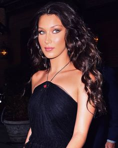 Bella Hadid looking fabulous Bella Gigi Hadid, Bella Hadid Style, Bella Hadid Makeup, Bella Hadid Hair, Salma Hayek, Blake Lively, Isabella Hadid, Hairstyles For Round Faces, School Hairstyles