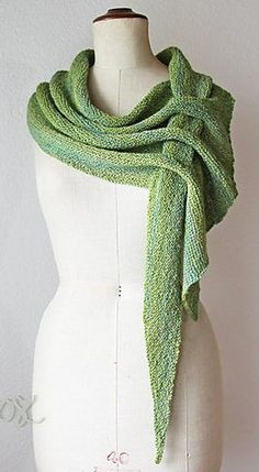 Free knitting pattern for wrap with holes for fastening