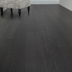 Wide plank wood flooring - Wood floors, people know, really beautiful. There is something about wood floors that put us at ease. Gray Wood Laminate Flooring, Black Hardwood Floors, Types Of Wood Flooring, Wood Tile Floors, Wide Plank Flooring, Engineered Wood Floors, Grey Flooring, Flooring Ideas, Dark Hardwood