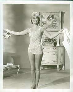The great actrees of it on forever beautiful whon she girtf of in old photo Golden Age Of Hollywood, Vintage Hollywood, Hollywood Stars, Classic Hollywood, Doris Day Show, Doris Day Movies, Hollywood Actresses, Actors & Actresses, Divas