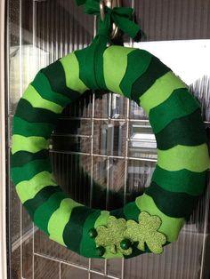 Wavy and Sparkley Shamrock Felt Wreath 14 inch by OxfordCreations