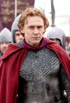 Tom Hiddleston as Prince Hal in The Hollow Crown. Full size: http://www.farfarawaysite.com/section/hollow/gallery6/hires/24.jpg