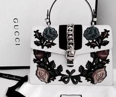 Find tips and tricks, amazing ideas for Gucci purses. Discover and try out new things about Gucci purses site Gucci Handbags, Luxury Handbags, Fashion Handbags, Purses And Handbags, Fashion Bags, Designer Handbags, Cheap Handbags, Cheap Purses, Popular Handbags