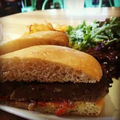 via @tendergreenswalnutcreek: #TGWC Housemade Italian Sausage Sandwich with Grilled Italian Sausages spiced Onion Jam Garlic Aioli on a Soft Telera Toll with a Salad of Tender Greens Sherry Dressing and Parmesan Cheese and Chipotle BBQ Chips #tg #Yum #TenderGreens #EastBay #WalnutCreek #farmtofork #bayarea