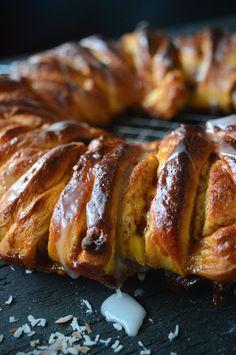 Kringle med kanelsirup og vaniljekrem | Ida Maries mat Pink Cookies, Vanilla Sugar, Baking Sheet, Dessert Recipes, Desserts, Sweet Bread, Quick Easy Meals, Food Styling, Biscuits