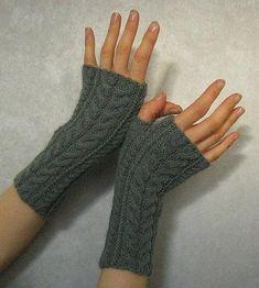 Ravelry: Linda K's Yummy Mummy Wristwarmers pattern by Alexandra Brinck - Knitting 2019 - 2020 Fingerless Gloves Knitted, Crochet Gloves, Knit Mittens, Knitting Stitches, Free Knitting, Christmas Knitting Patterns, Crochet Patterns, Yummy Mummy, Mittens Pattern