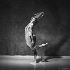 Alena Kovaleva of Vaganova Ballet Academy, photographed by Katerina Kravstsova Vaganova Ballet Academy, Bolshoi Ballet, Ballet Dancers, Ballet Photography, Photo Art, Statue, Dance Pictures, Dancing, Heart
