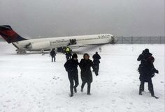 Passengers walk from a Delta jet which skidded off the runway at Laguardia airport in a photo provided by New York Giants NFL tight end Larry Donnell in New York City March 5, 2015. A Delta Air Lines plane slid off the runway at New York's LaGuardia Airport on Thursday during a snowstorm, NY 1 television and other media reported on Thursday. (REUTERS/Larry Donnell)