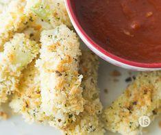 Oven Baked Zucchini Mozzarella Sticks Recipe │A good-for-you snack made with zucchini, Mozzarella cheese dipped in a pizza sauce. Yum!