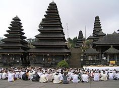 Besakih Temple is a Hindu place of worship in the temple in Bali and there is not only a temple, but a lot of temples. Temple Bali, Hindu Temple, Places Around The World, Around The Worlds, Indonesia Holidays, Tourism Website, Vacation Planner, Tourist Information, Place Of Worship