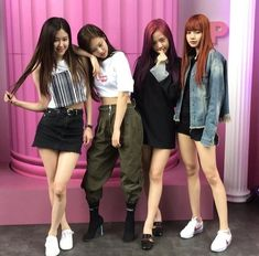 Find images and videos about kpop, rose and blackpink on We Heart It - the app to get lost in what you love. Blackpink Outfits, Stage Outfits, Blackpink Fashion, Asian Fashion, Womens Fashion, Fashion Trends, Fashion Styles, Kpop Girl Groups, Kpop Girls