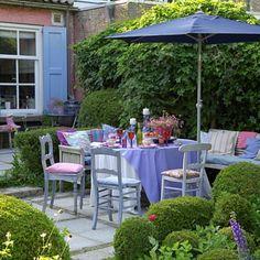 De romantische tuin: In de mooie tuin vind je overal lieve hoekjes; sfeervol en smaakvol