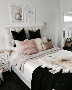 chambre blanc gris noir rose scandinave nordic avec plaid couverture cozy  plaid fourrure