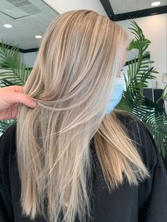 Platinum white blonde full foil highlight with money piece in front for maximum brightness and dimension Partial Highlights, Foil Highlights, Blonde Highlights, Bright Blonde, White Blonde, Platinum Blonde, Hair Ideas, Money, Long Hair Styles