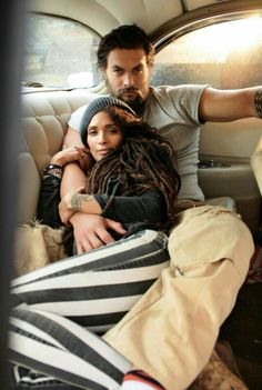Did you know that Denise Huxtable (Lisa Bonet) and Khal Drogo (Jason Momoa) are married in real life? Beautiful Couple, Beautiful Men, Jason Momoa Lisa Bonet, Hipster Noir, Thing 1, Famous Couples, Famous Celebrity Couples, Interracial Couples, Raining Men