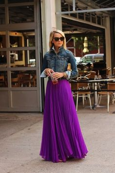 Love this royal purple maxi skirt! I would definitely rock this in pretty much any season, but especially in transitional seasons, like spring and fall. Plus, everyone looks good in pleats like this! Beauty And Fashion, Look Fashion, Passion For Fashion, Womens Fashion, Purple Fashion, Fashion Shoes, Girl Fashion, Fashion Design, Dress Skirt