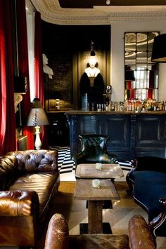 Fabulous Spatiality Dressed In Vintage Clothes. Elegant Mixture Of Elements  Shaping A Great Home Bar Design.