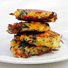 Bubble and Squeak Rösti Recipe For low fat - replace the flour and butter with oatmeal and cottage cheese. This will be good with sweet potato. Vegetable Recipes, Vegetarian Recipes, Cooking Recipes, Healthy Recipes, Vegetable Sides, Recipe For Bubble And Squeak, Food Porn, English Food, English Recipes