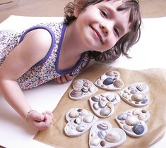 Kid friendly crafts with shells on vacation | DIY for quick-dry clay shell hearts from Hoppin Up