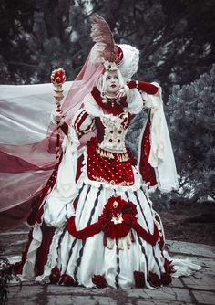 Queen of Hearts by PlatinumEgoist - Costume by PlatinumEgoist Photo by Marianna Insomnia Great thanks to Lestat_de_L