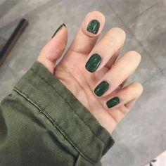 Glitter French Nails, French Tip Nails, Short French Nails, Dark Green Nails, Acrylic Nails Green, Green Nail Art, Short Gel Nails, Minimalist Nails, Artificial Nails