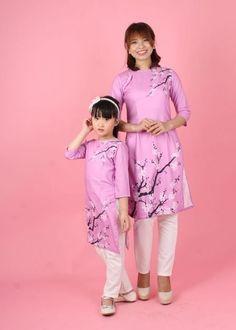 Áo dài cách tân họa tiết hoa đào tím cho mẹ và bé gái