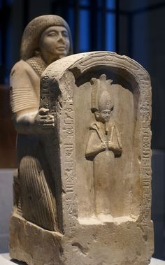 Berlin (New Museum, kneeling figure of Setau with stele)19. Dynastie
