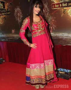 Dimple Jhangiani looks pretty in the red anarkali on the red carpet of Indian Television Awards 2013. #Bollywood #Fashion #Style #Beauty