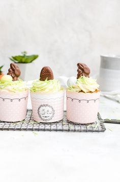 These Easter cupcakes will be a favorite at your home. Fluffy malt cake topped with creamy vanilla frosting and decorated to perfection. Oatmeal Chocolate Chip Cookies, Easter Chocolate, Chocolate Caramels, Holiday Cupcakes, Easter Cupcakes, Malt Recipe, Edible Grass, Malted Milk, Vanilla Frosting
