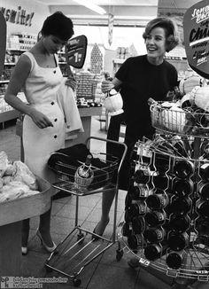 Italian Chianti in German Supermarkets (1959)