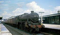 Black 5 44860 (Rugby) waits for departure at Watford Junction- The top lamp bracket had recently been lowered. Loco withdrawn in Diesel Locomotive, Steam Locomotive, British Rail, Train Engines, Watford, Steam Engine, Train Tracks, Great Britain, Aeroplanes