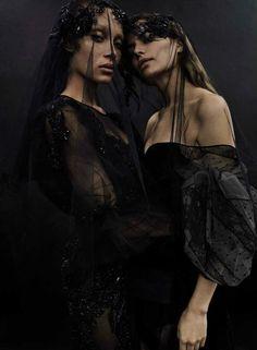 Vogue Espanja huhtikuu 2017 Cameron Russell & Adwoa Aboah Emma Summerton - Muoti Pääkirjoitukset