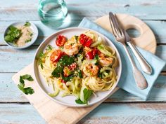Eat Smarter, Thai Red Curry, Pasta, Meat, Chicken, Ethnic Recipes, Food, Ayurveda, Healthy Dinner Recipes