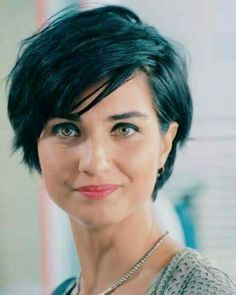 Idea Tendance Coupe & Coiffure Femme :: Very beautiful short hairstyles of these ladies! Thin Hair Cuts, Short Hair With Layers, Short Wavy, Short Cuts, Straight Hair, Long Pixie Cut With Bangs, Pixie Cut Wavy Hair, Short Hair For Round Face Double Chin, Short Hair Colour