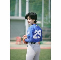 Lee Joo Young Hair, Lee Young, Aesthetic People, Aesthetic Girl, Joo Joo, Mullet Hairstyle, Baseball Girls, Shot Hair Styles, Japanese Hairstyle