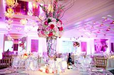 hochzeit deko mädchenhaft rosen rosa weiß rot tisch