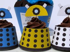 Aunt Wendy- Just for you :) Dalek and Tardis Cupcake Wrappers . just print the template and cut-out! Doctor Who Birthday, Doctor Who Party, Cupcake Wrappers, Cupcake Cakes, Dalek, Easy Peasy, So Little Time, Cake Decorating, Sweet Tooth