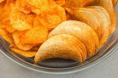 Venez découvrir 5 aliments moins caloriques qu'un petit paquet de chips. C'est sur Fourchette & Santé
