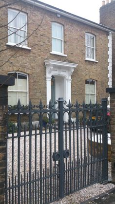 Edwardian house in London with gate Edwardian Architecture, London Architecture, Gate Pictures, Pictures Images, Iron Gates Driveway, Gates And Railings, Victoria House, House Gate Design, Edwardian House