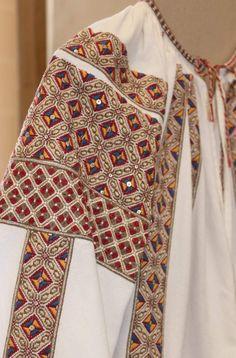 Folk Costume, Costumes, Folk Embroidery, Points, Ukraine, Diy And Crafts, Kimono Top, Textiles, Culture