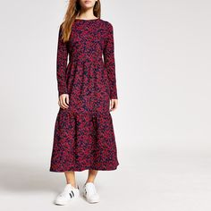 Shop our new Petite red floral midi smock dress at River Island today. Petite Dresses, Dresses Uk, Evening Dresses, Petite Jeans, Petite Tops, Smock Dress, Style Guides, Smocking, Knitwear