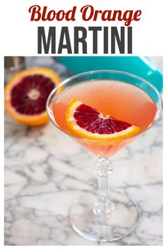 Blood Orange Martini Blood Orange Martini – this easy 3 ingredient vodka cocktail is not only gorgeous, it's also delicious! You'll want to make a pitcherful! Orange Martini Recipes, Blood Orange Martini, Blood Orange Margarita, Blood Orange Juice, Margarita Recipes, Fruity Martini Recipe, Orange Recipes, Pina Colada, Fresco