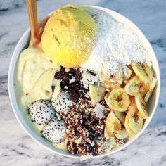 CREAMY MANGO BOWL  with a scoop of homemade mango ice cream, dehydrated banana chips and cashew based rawnola. All homemade! The base was blended mangoes, coconut cream and fro bananas. I finished it off with coconut shreds, dragon fruit balls, and carob chips.