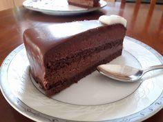 Την έφτιαξα για γενέθλια και βγήκε εξαιρετική!!! Συνδύασα τις συνταγές για σοκολατίνα του Παρλιάρου. Την ολοκλήρωσα σε δύο ήμερες κ...