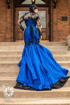 Now THAT'S a dream dress. Royal blue wedding gown.
